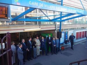 Conférence de presse sur les transports, à la Gare RER de Villiers sur Marne, avec Marie Carole Ciuntu , Jacques Alain Bénisti ,et Laurent Laffont pendant la campagne des Régionales